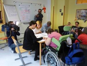 Gruppe ExAkt prüft Wahlinformation für Verein LeichtLesen